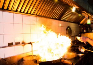 Do's and Don'ts for Putting Out a Grease Fire